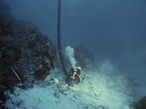 A diver uses an air lift during the 1970 Cousteau dive on the Antikythera reck. Credit: http://antikythera.whoi.edu/history/1976-cousteau/